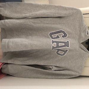 Women's Gap sweatshirt . It's a u.s medium.